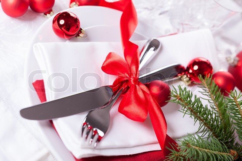 10977546-romantic-red-christmas-table-setting